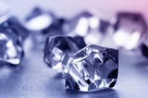 Het dragen van een bergkristal kan klachten oplossen zoals acne (puistjes), eczeem, haaruitval, dof haar, reisziekte, zeeziekte, evenwichtsstoornissen